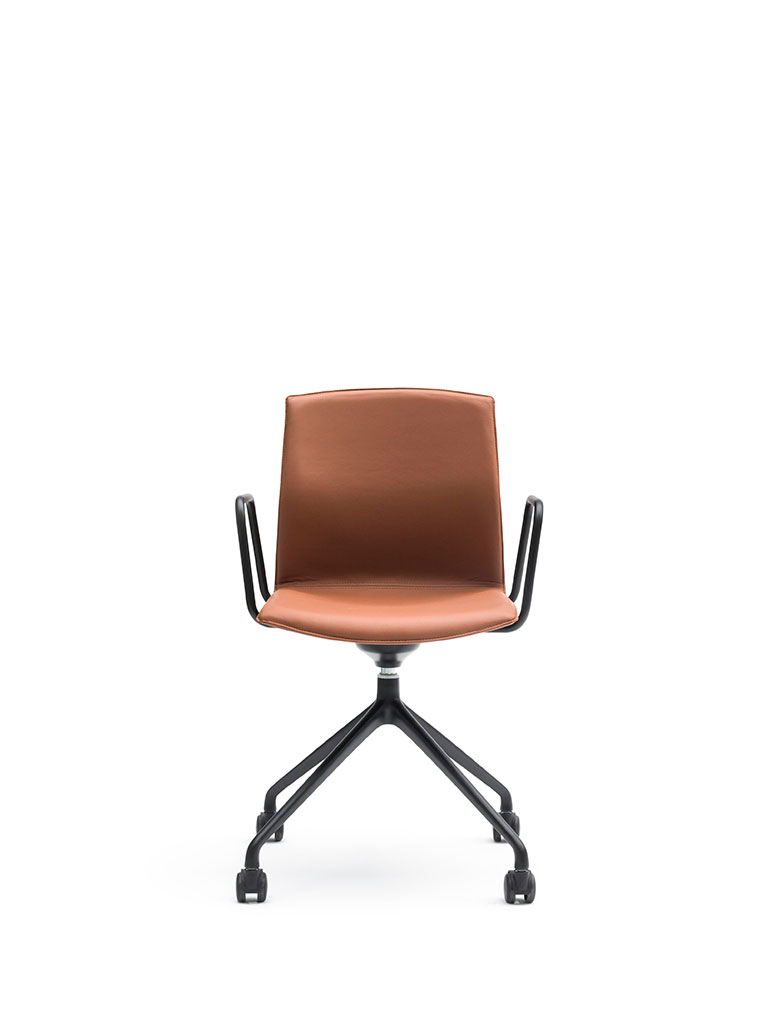 Kabi Swivel by AKABA | swivel chair with castors | fully upholstered | with armrests | leather