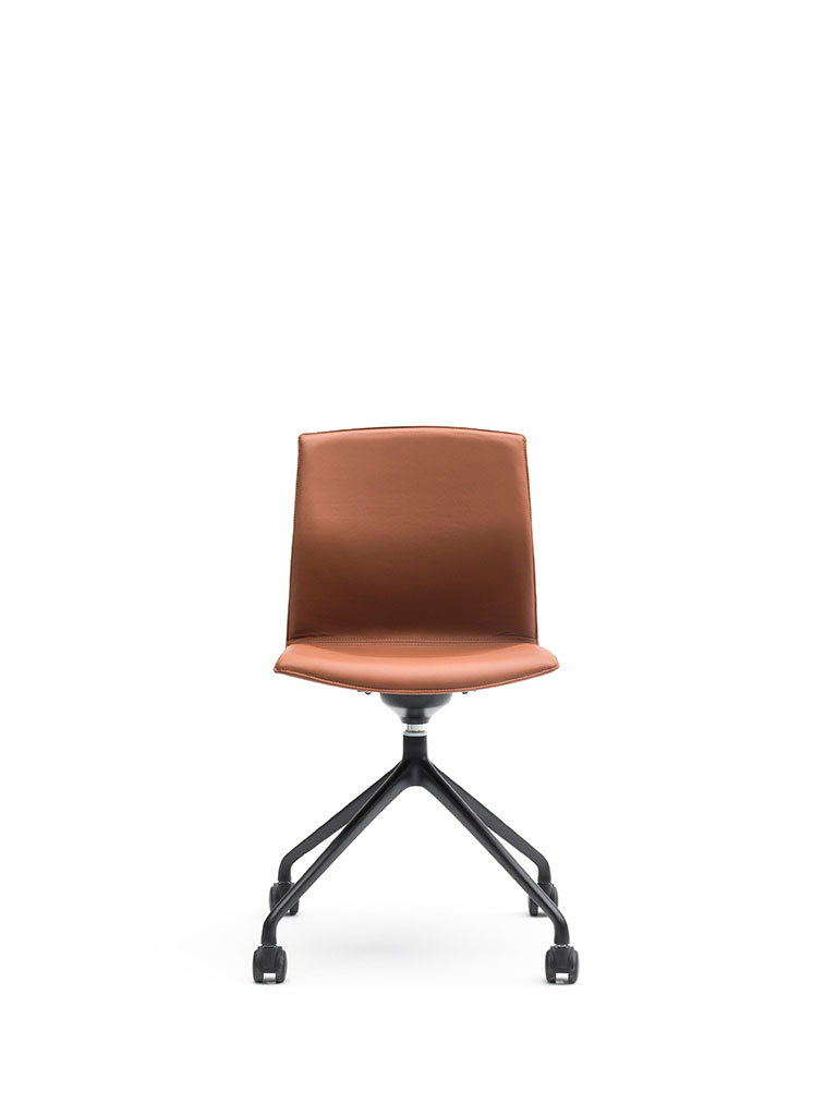Kabi Swivel by AKABA | swivel chair with castors | fully upholstered | leather