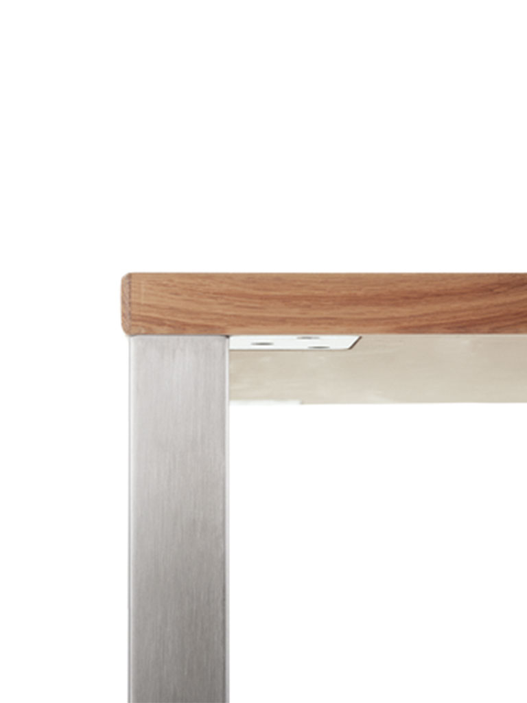 tabula light | metal bracket is recessed neatly in table top